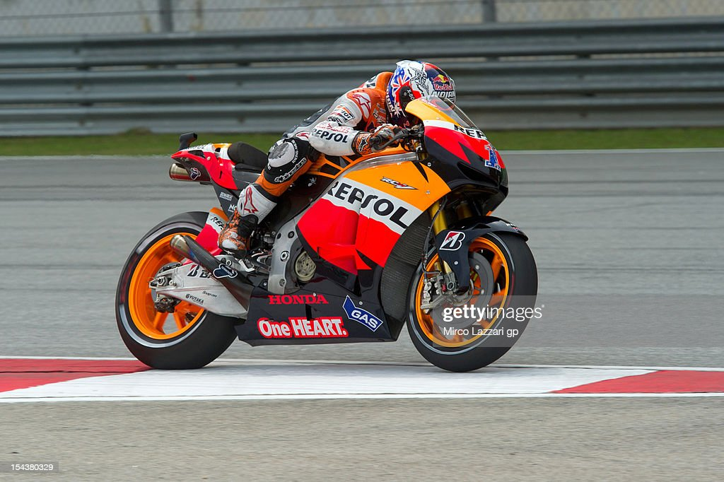<a gi-track='captionPersonalityLinkClicked' href=/galleries/search?phrase=Casey+Stoner&family=editorial&specificpeople=563465 ng-click='$event.stopPropagation()'>Casey Stoner</a> of Australia and Repsol Honda Team heads down a straight during the free practice of the MotoGP Of Malaysia at Sepang Circuit on October 19, 2012 in Kuala Lumpur, Malaysia.