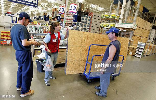 Cashier Jackie Fields assists shoppers with their lumber purchase at a Lowe's home improvement store September 1 2005 in Lincolnwood Illinois Home...