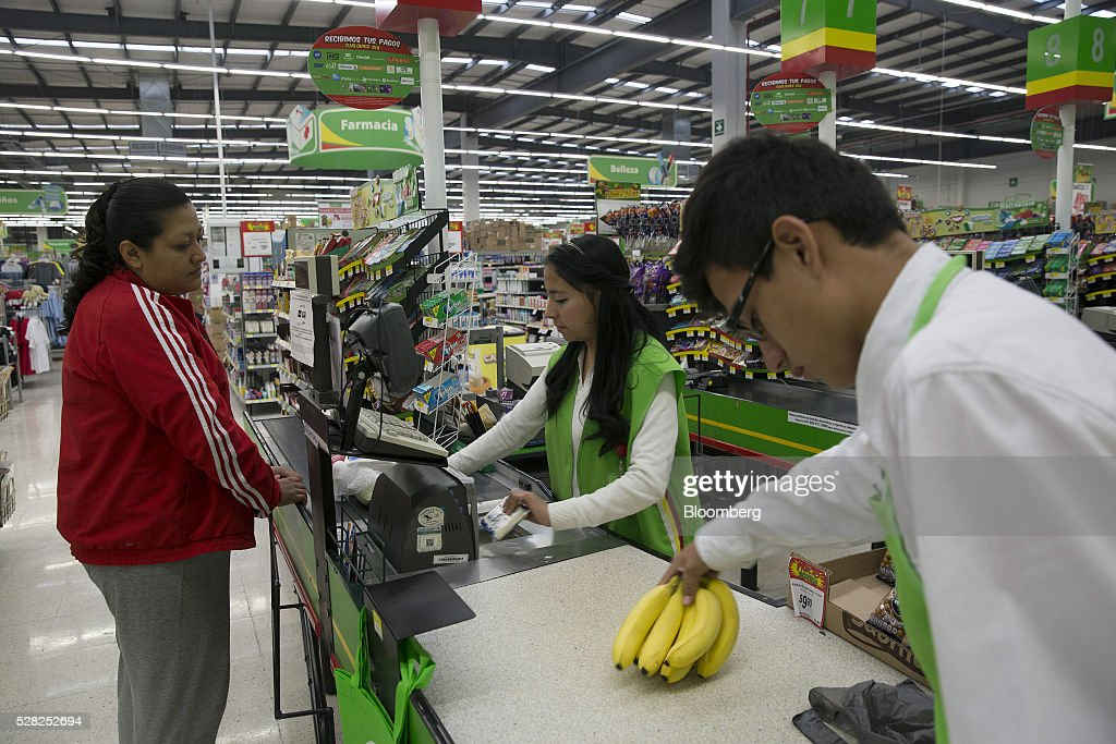 A cashier rings up a shopper at the check out counter of a Bodega Aurrera store, the discount chain owned by Wal-Mart Stores Inc., in Naucalpan de Juarez, Mexico, on Wednesday, May 4, 2016. Wal-Mart de Mexico SAB reported first-quarter results last week that beat analysts estimates, the most recent sign of growth for Mexican companies this earnings season. Photographer: Susana Gonzalez/Bloomberg via Getty Images