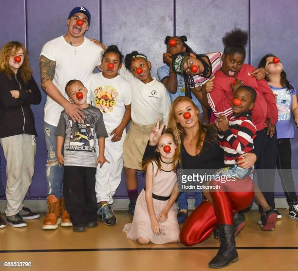 Casper Smart and Montana Tucker pose for portrait with children during Red Nose Day at Union Rescue Mission on May 25 2017 in Los Angeles California
