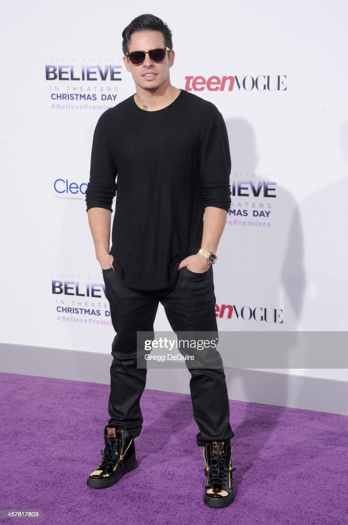 Casper Smart arrives at the world premiere of 'Justin Bieber's Believe' at Regal Cinemas L.A. Live on December 18, 2013 in Los Angeles, California.
