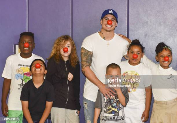 Casper Smart poses for portrait with children during Red Nose Day at Union Rescue Mission on May 25 2017 in Los Angeles California