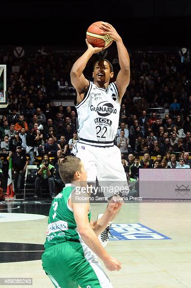 Casper Ware of Granarolo competes with Jaka Lakovic of Sidigas during the LegaBasket Serie A1 match between Granarolo Bologna and Sidigas Avellino at...