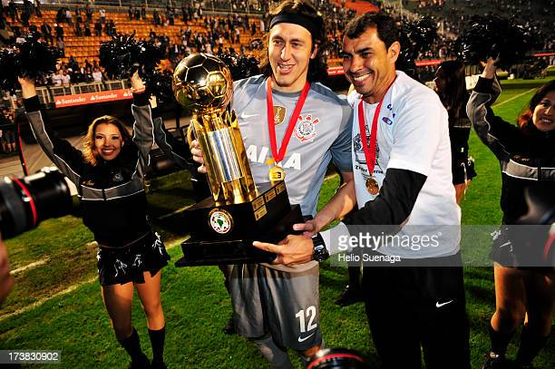 Cassio of Corinthians celebrates the title of South American Recopa 2013 during the match between Corinthians and Sao Paulo for the Recopa Sul...