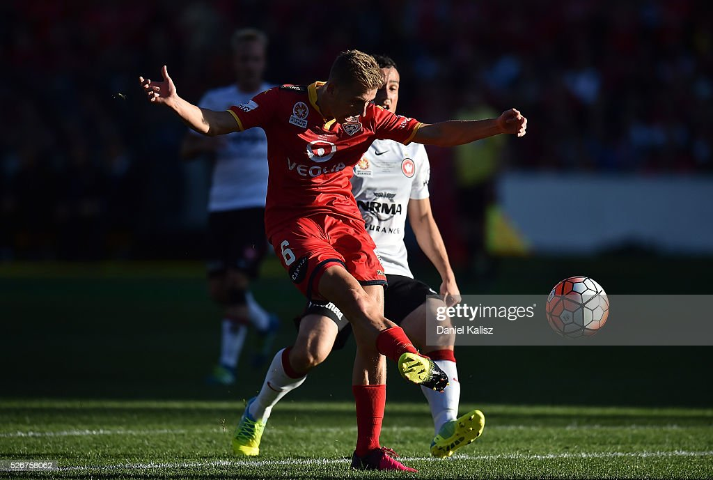 Cassio Oliveira of United takes a shot on goal during the 2015/16 A-League Grand Final match between Adelaide United and the Western Sydney Wanderers at Adelaide Oval on May 1, 2016 in Adelaide, Australia.