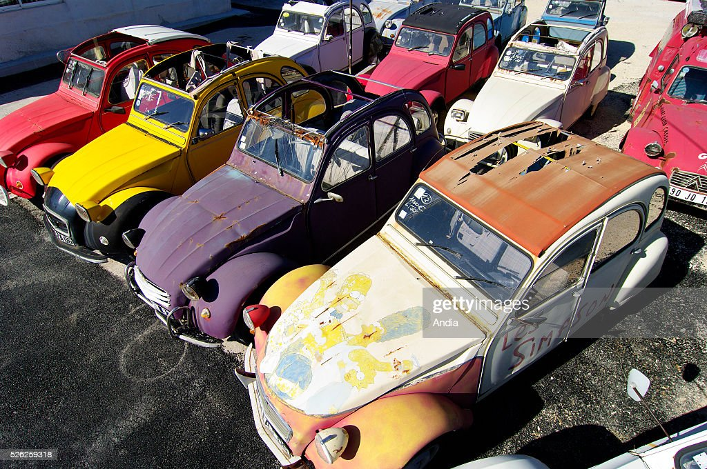 workshop of the citroen 2cv mehari club in cassis where 2cv cars are pictures getty images. Black Bedroom Furniture Sets. Home Design Ideas
