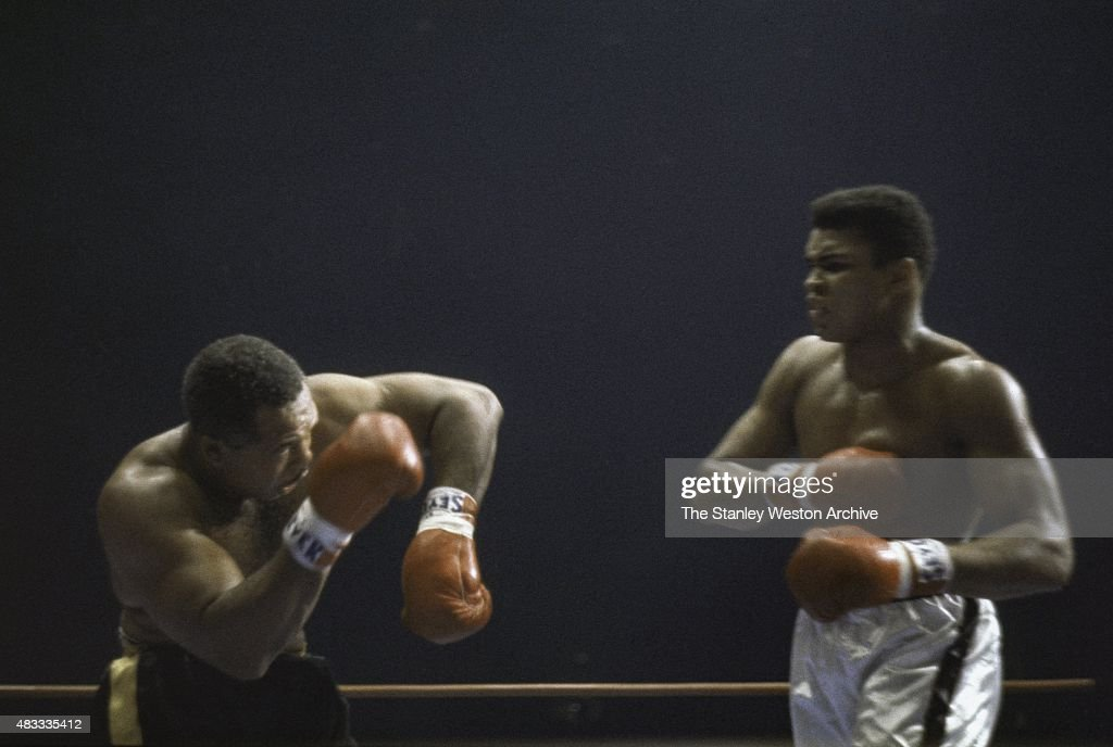 Cassius Clay and <a gi-track='captionPersonalityLinkClicked' href=/galleries/search?phrase=Archie+Moore&family=editorial&specificpeople=93092 ng-click='$event.stopPropagation()'>Archie Moore</a> trade blows during their bout on November 15, 1962 at Los Angeles Sports Arena in Los Angeles, California.