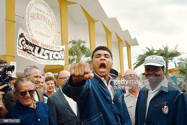 Cassius Clay Prepares His Match Against Sonny Liston In Miami Miami 22 février 1964 Cassius CLAY 22 ans prépare son combat contre le champion du...