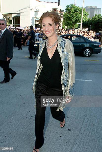 Cast member Julia Roberts arrives for the premiere of the movie 'America's Sweethearts' at the Westwood Mann Bruin Los Angeles CA Tuesday July 17 2001