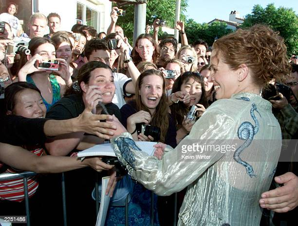 Cast member Julia Roberts signs autographs for some of her fans before the premiere of the movie 'America's Sweethearts' at the Westwood Mann Bruin...