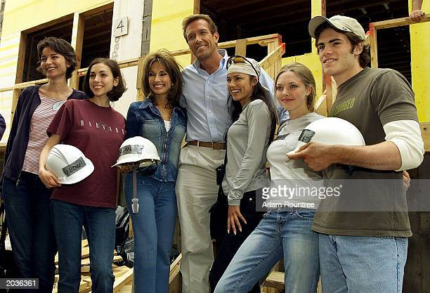 Cast members from the daytime TV drama All My Children volunteer to build a Habitat for Humanity house May 28 2003 in Bronx neighborhood of New York...
