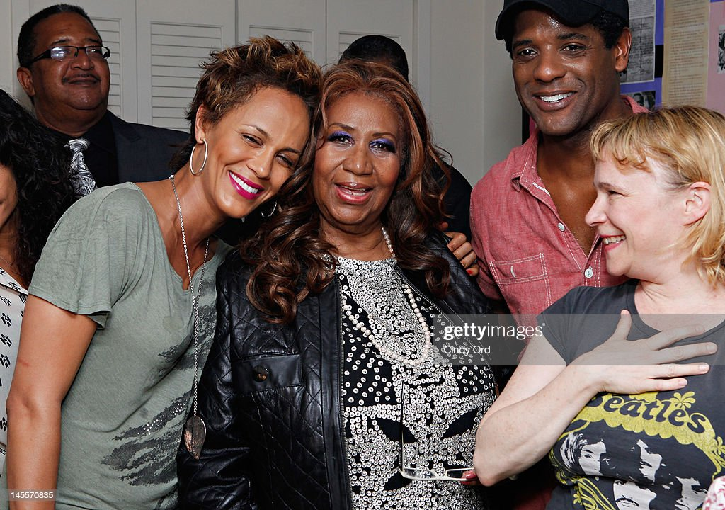 Cast members Nicole Ari Parker (L) , Blair Underwood (2nd Right), and Amelia Campbell (R) pose with singer Aretha Franklin (C) backstage prior to a performance of 'A Streetcar Named Desire' at The Broadhurst Theatre on June 1, 2012 in New York City.