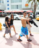 Cast members Nicole 'Snooki' Polizzi Sammi 'Sweetheart' Glancola Mike 'The Situation' Sorrentino and Pauly D Delvecchio of the Jersey Shore are...