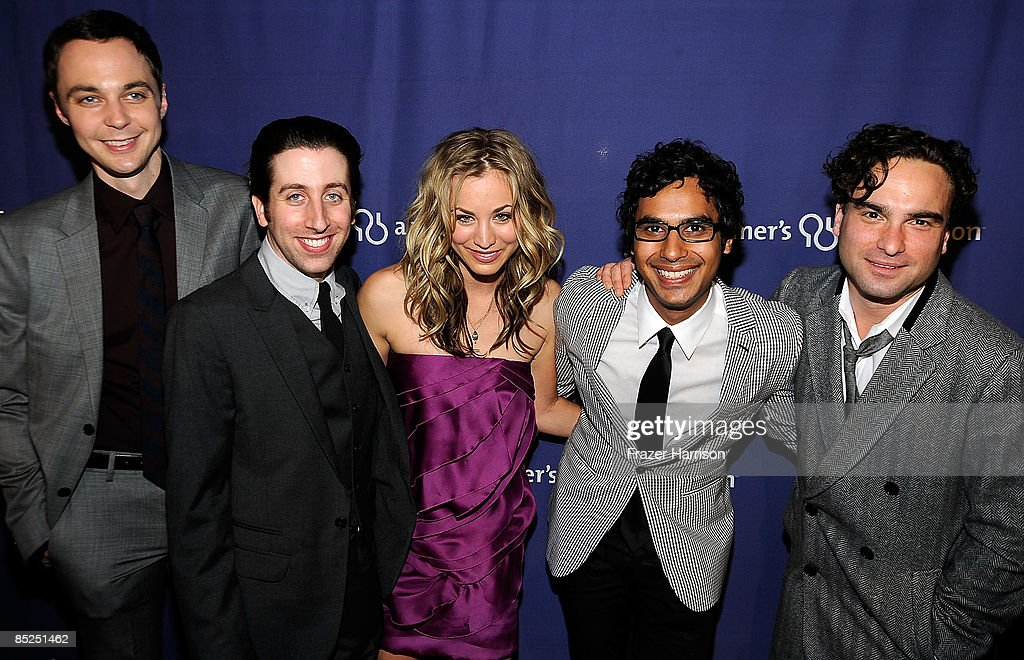Cast members of 'The Big Bang Theory' Jim Parsons Simon Helberg Kaley Cuoco Kunal Nayyar Johnny Galecki at the The Alzheimer's Association's 17th...