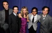 Cast members of 'The Big Bang Theory' Jim Parsons Simon Helberg Kaley Cuoco Kunal Nayyar Johnny Galecki at the The Alzheimer's Association's 17th...