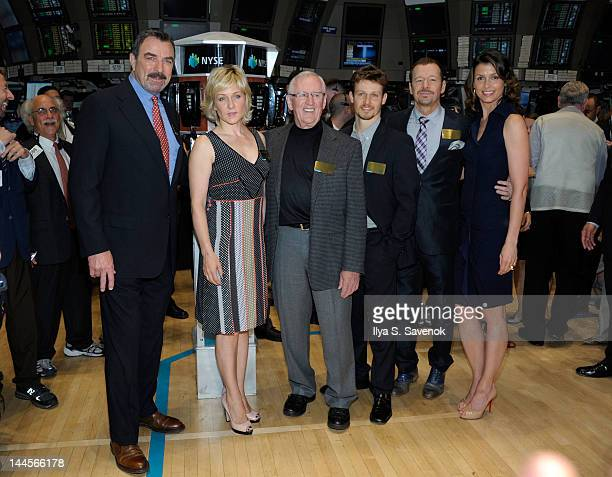 Cast of 'Blue Bloods' Tom Selleck Amy Carlson Len Cariou Will Estes Donnie Wahlberg and Bridget Moynahan visit the New York Stock Exchange on May 16...