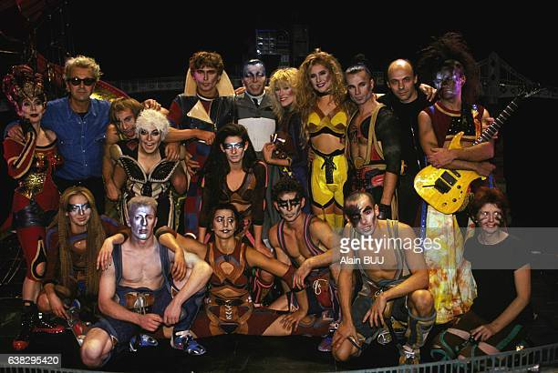 Cast of the musical Starmania at the théâtre Mogador on September 28 1993 in Paris France