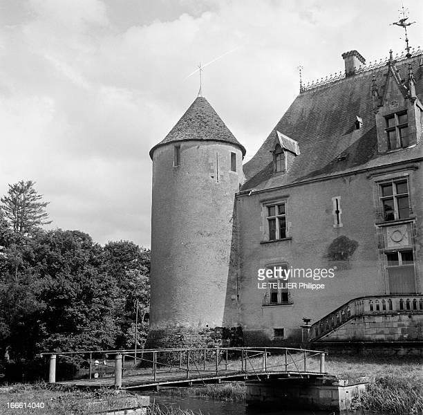 Castle Of Berry Le chateau de Meillant dans le Berry un petit pont au dessus des douves