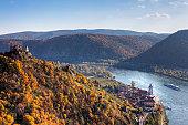 Castle ruins and town of Duernstein, Danube, Wachau valley, Waldviertel region, Lower Austria, Europe