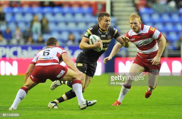 Castleford Tigers' Michael Shenton gets past Wigan Warriors' Blake Green and Liam Farrell during the Super League match at the DW Stadium Wigan