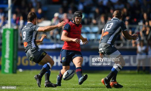 Castres France 15 October 2017 Tyler Bleyendaal of Munster in action against Rory Kockott and Afusipa Taumoepeau of Castres Olympique uring the...