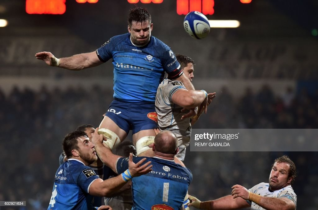 Castres's Uruguayan captain Capo Ortega (C) fights for the ball in a line out during the French Top 14 rugby union match between Castres and Montpellier, at the Pierre Antoine stadium in Castres southern France, on January 28, 2017. /