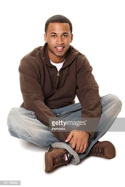カジュアルなアフリカ系アメリカ人男性ラウンジ胡坐階
