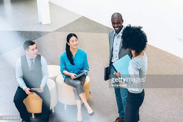 カジュアルなビジネスミーティングのロビー
