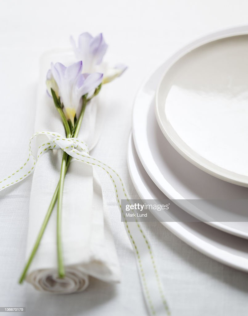 Casual Place setting with flowers and ribbon : Stock Photo
