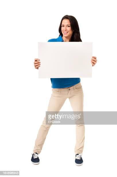 Casual jeune femme avec panneau isolé sur fond blanc