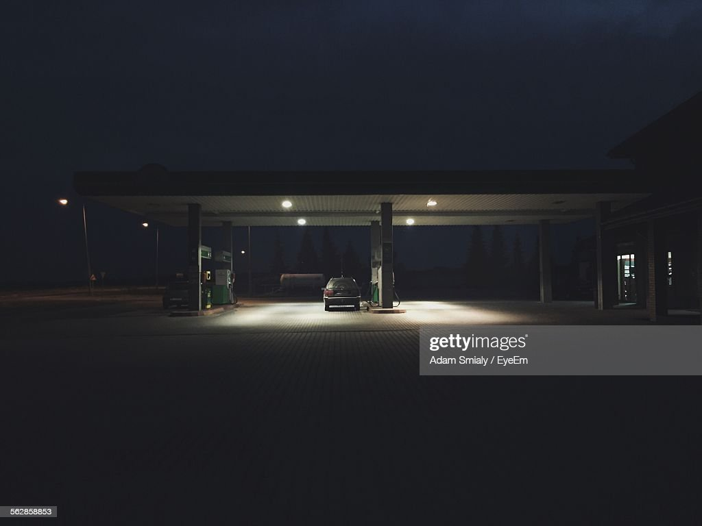 Cat In Illuminated Gas Station At Night : Stock-Foto