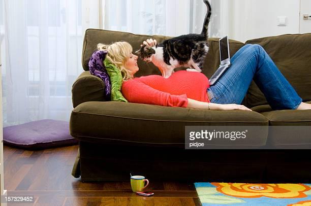 猫に妊娠女性