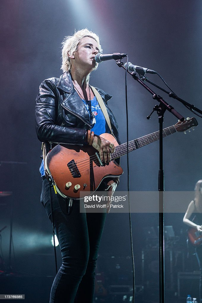 <a gi-track='captionPersonalityLinkClicked' href=/galleries/search?phrase=Cat+Power&family=editorial&specificpeople=653142 ng-click='$event.stopPropagation()'>Cat Power</a> performs at L'Olympia on July 17, 2013 in Paris, France.