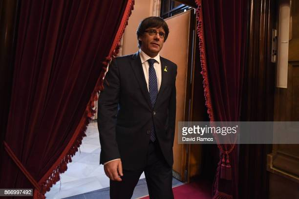 Catalan President Carles Puigdemont arrives at the Catalan Government building Generalitat de Catalunya on October 27 2017 in Barcelona Spain MPs in...