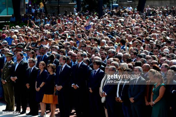 TOPSHOT Catalan regional vicePresident and chief of Economy and Finance Oriol Junqueras Spain's King Felipe VI Spanish Prime Minister Mariano Rajoy...