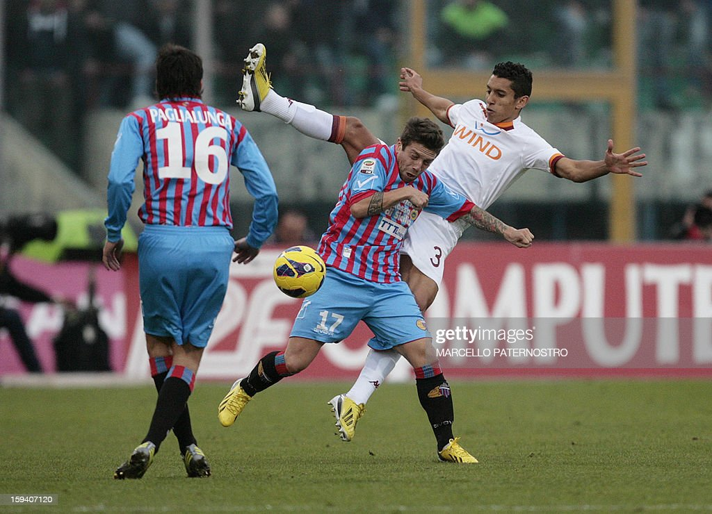 Catania's Argentinian forward Alejandro Gomez (C) vies with AS Roma's Brazilian defender Aoas Marquinhos during an Italian Serie A football match at Massimino Stadium on January 13, 2013 in Catania. AFP PHOTO / Marcello PATERNOSTRO