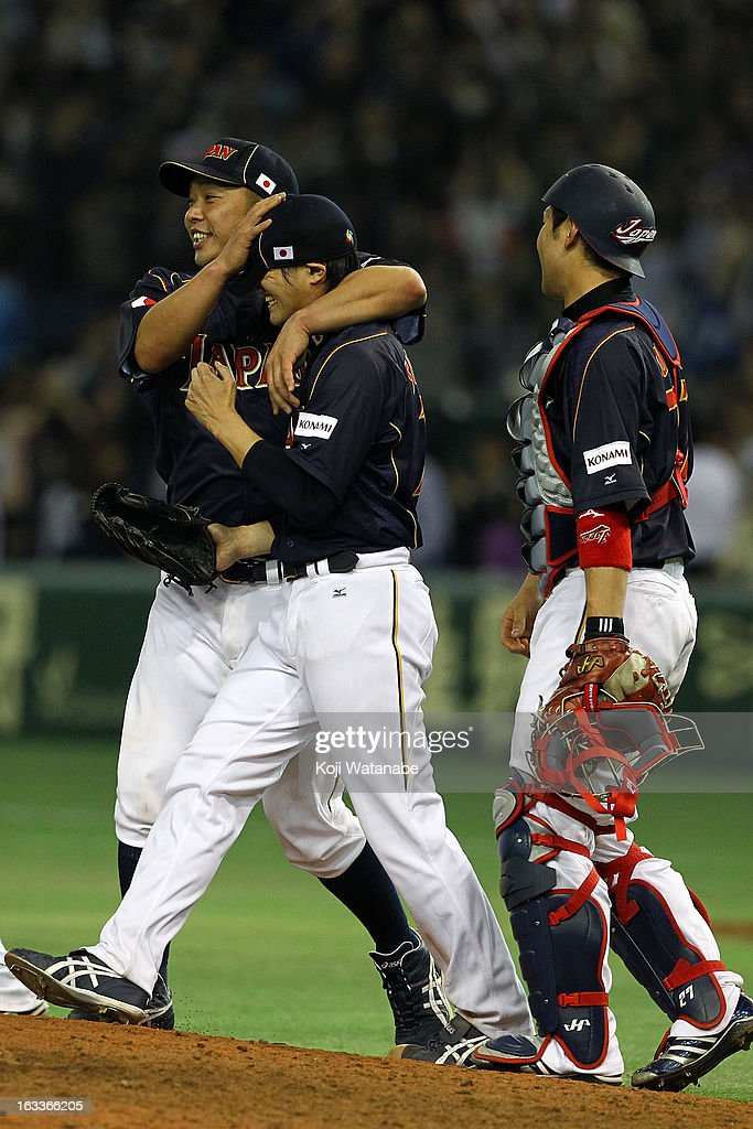 Catcher <a gi-track='captionPersonalityLinkClicked' href=/galleries/search?phrase=Ginjiro+Sumitani&family=editorial&specificpeople=10515326 ng-click='$event.stopPropagation()'>Ginjiro Sumitani</a> (R), Pitcher <a gi-track='captionPersonalityLinkClicked' href=/galleries/search?phrase=Toshiya+Sugiuchi&family=editorial&specificpeople=843038 ng-click='$event.stopPropagation()'>Toshiya Sugiuchi</a> #18 (C) and Catcher <a gi-track='captionPersonalityLinkClicked' href=/galleries/search?phrase=Shinnosuke+Abe&family=editorial&specificpeople=2708810 ng-click='$event.stopPropagation()'>Shinnosuke Abe</a> #10 of Japan celebrate after winning the World Baseball Classic Second Round Pool 1 game between Japan and Chinese Taipei at Tokyo Dome on March 8, 2013 in Tokyo, Japan.