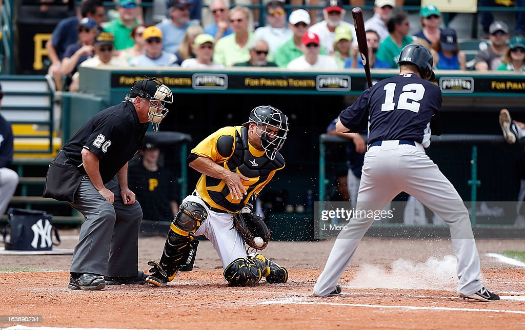 Catcher <a gi-track='captionPersonalityLinkClicked' href=/galleries/search?phrase=Russell+Martin+-+Jugador+de+b%C3%A9isbol&family=editorial&specificpeople=13764024 ng-click='$event.stopPropagation()'>Russell Martin</a> #55 of the Pittsburgh Pirates handles a ball in the dirt against the New York Yankees during a Grapefruit League Spring Training Game at McKechnie Field on March 17, 2013 in Bradenton, Florida.