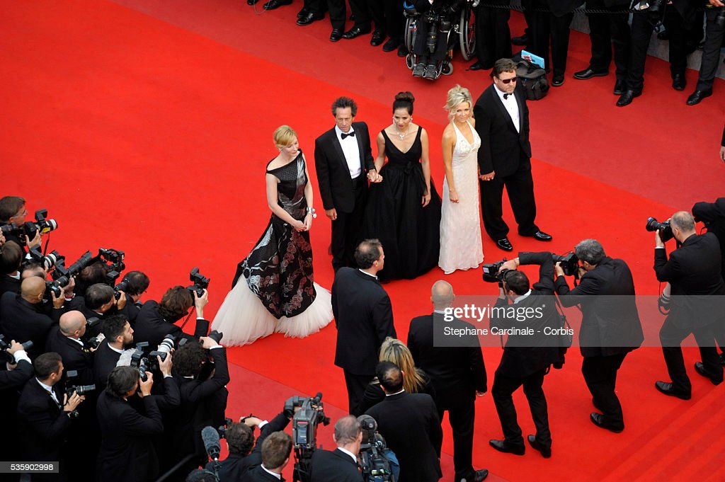 Cate Blanchett, Brian Grazer, his wife, Russell Crowe and his wife at the premiere of ''Robin Hood' during the 63rd Cannes International Film Festival.