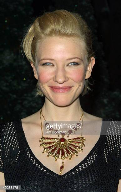 Cate Blanchett receives the Best Supporting Actress Award