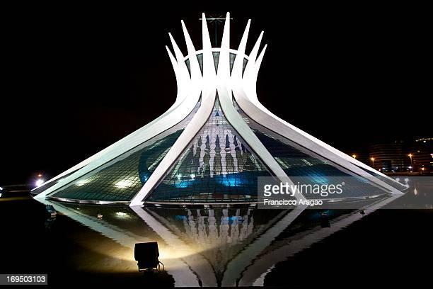 CONTENT] Catedral Metropolitana é um projeto do arquiteto Oscar Niemeyer Foi inaugurada em 1970 Possui 40 metros de altura formada por 16 colunas de...