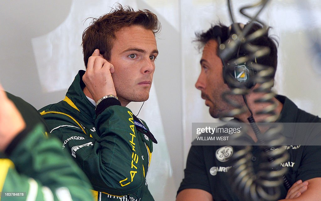 Caterham driver Giedo Van Der Garde of the Netherlands (L) speaks to his crew during the third practice session for the Formula One Australian Grand Prix in Melbourne on March 16, 2013. AFP PHOTO/William WEST IMAGE
