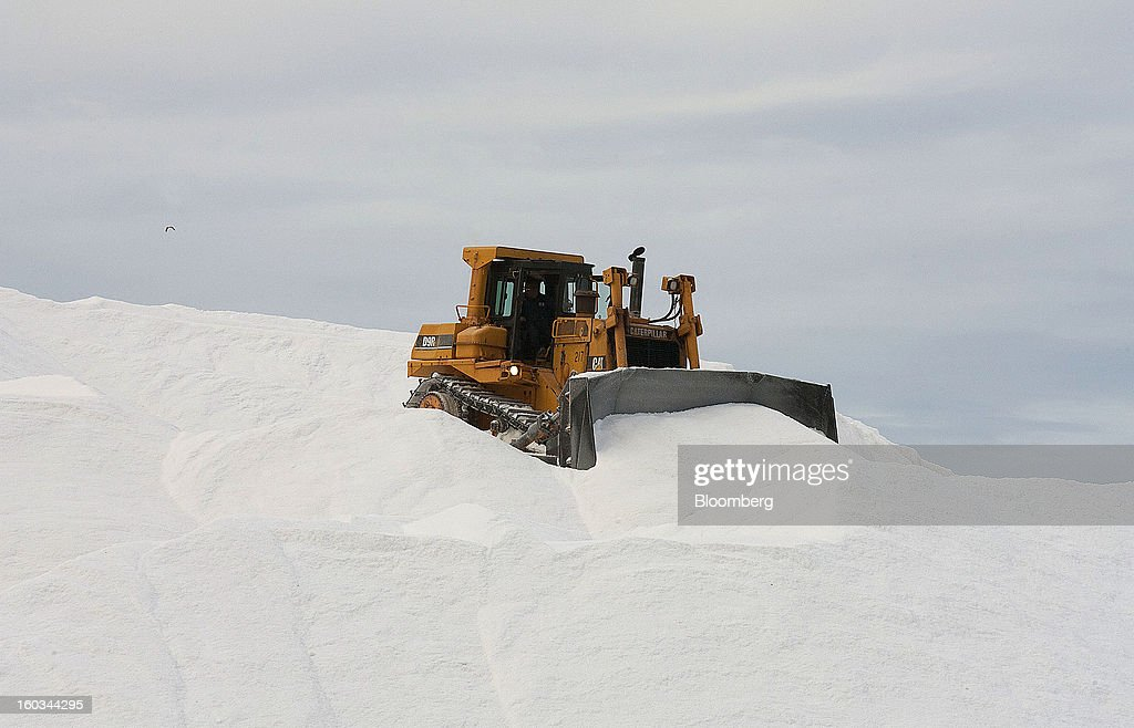 A Caterpillar Inc. D9R Crawler Tractor moves salt from the top of a stockpile at the Exportadora de Sal (ESSA) harvest fields in Guerrero Negro, Mexico, on Wednesday, Jan. 24. 2013. Exportadora de Sal (ESSA), a joint venture between Fidecomiso Mining Development Corporation and Mitsubishi, is one of the leading producers and suppliers of salt for the chlorine-alkali industry in the Pacific Rim. Photographer: Susana Gonzalez/Bloomberg via Getty Images