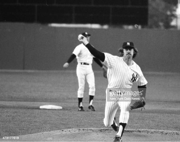 Catfish Jim Hunter uncorks one of his swifties to a Angel at Shea The Cat was looking for his ninth victory and Yankees were hoping for ninth...