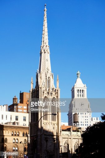 Cathedral in a city, St. Patrick's Cathedral, Manhattan, New York City, New York State, USA : Foto de stock
