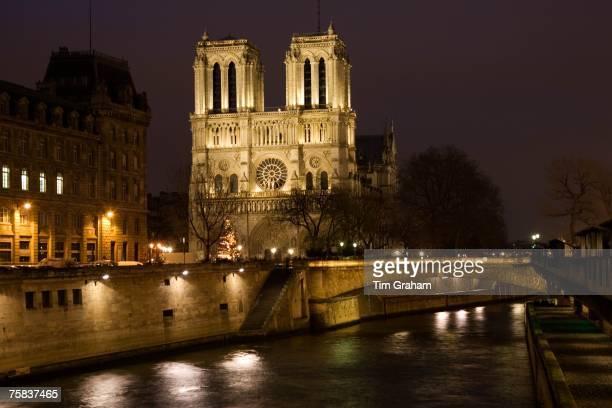 Cathedral Notre Dame de Paris on le de la Cit by the river Seine Paris France
