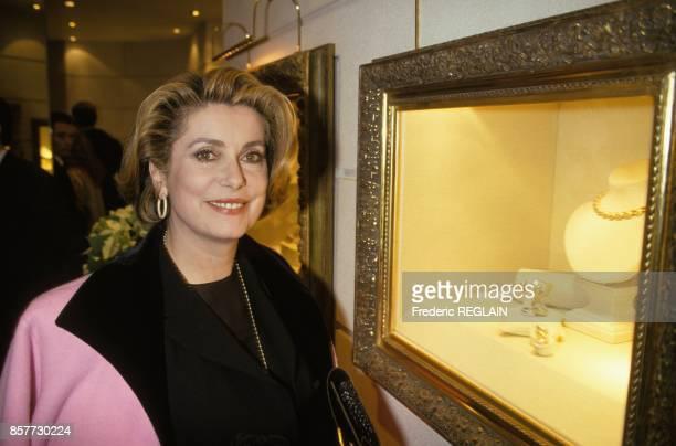 Catherine Deneuve a la soiree du comite Vendome chez le joaillier Chaumet le 7 decembre 1993 a Paris France
