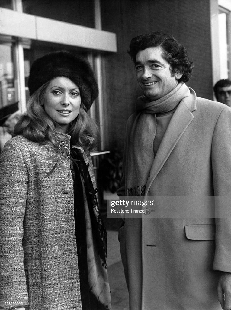 <a gi-track='captionPersonalityLinkClicked' href=/galleries/search?phrase=Catherine+Deneuve&family=editorial&specificpeople=123833 ng-click='$event.stopPropagation()'>Catherine Deneuve</a> et <a gi-track='captionPersonalityLinkClicked' href=/galleries/search?phrase=Jacques+Demy&family=editorial&specificpeople=896284 ng-click='$event.stopPropagation()'>Jacques Demy</a> venus presenter le film 'Peau d'Ane', a Nice, France, le 19 decembre 1970.