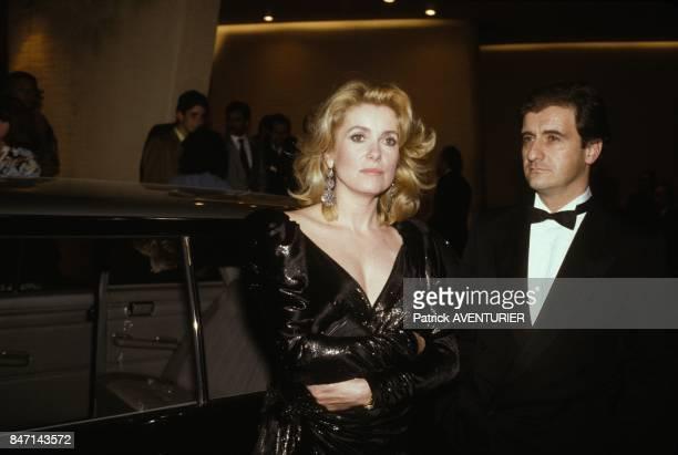 Catherine Deneuve et Pierre Lescure a la premiere du film de Luc Besson 'Subway' avec Isabelle Adjani le 6 avril 1985 a Monaco
