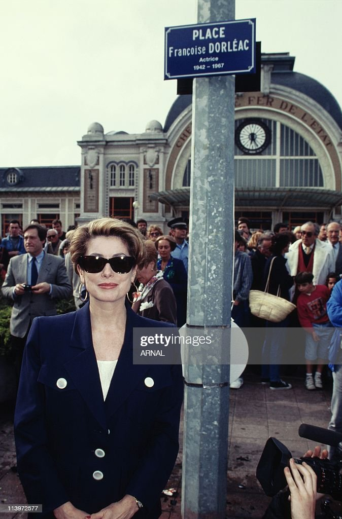 <a gi-track='captionPersonalityLinkClicked' href=/galleries/search?phrase=Catherine+Deneuve&family=editorial&specificpeople=123833 ng-click='$event.stopPropagation()'>Catherine Deneuve</a> In Rochefort, France In June, 1992-French actress Cathrine Deneuve in Rochefort to inaugurate an avenue named after film director <a gi-track='captionPersonalityLinkClicked' href=/galleries/search?phrase=Jacques+Demy&family=editorial&specificpeople=896284 ng-click='$event.stopPropagation()'>Jacques Demy</a>. June, 1992.
